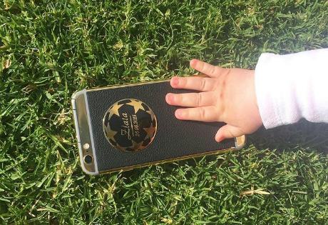 Эксклюзив для Евгения Коноплянки: Aurum Edition подарила полузащитнику золотой iPhone