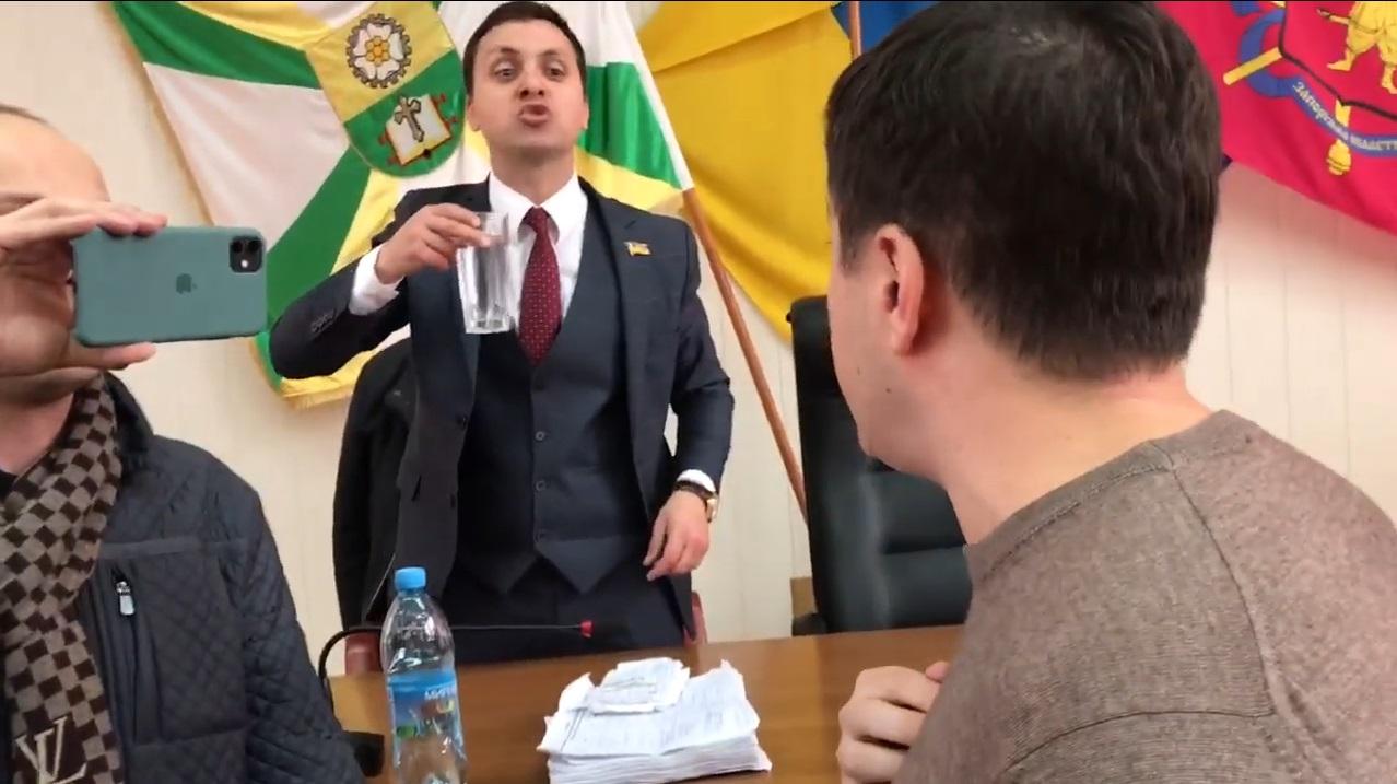 """Мелитополь, """"Слуга Народа"""", потасовка, депутат, горсовет, Верховная Рада, Крейденко"""