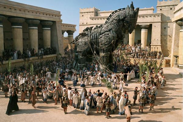 Гуманитарный марш – пафосный троянский конь?