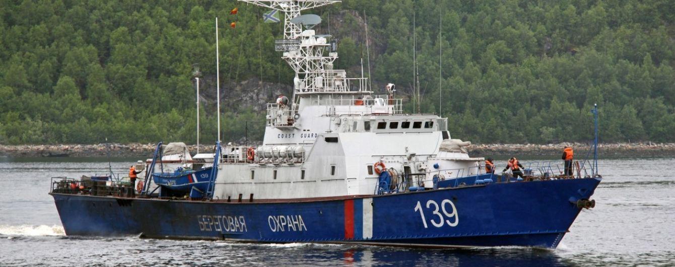 Ситуация в Азовском море накаляется до предела: два военных корабля РФ уже в акватории Азова, третий на подходе
