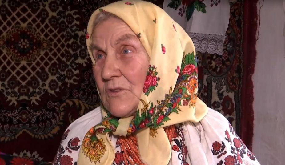 """""""Попробуй повтори!"""" Новая звезда TikTok 82-летняя баба Нина собирает миллионы просмотров своими рассказами о жизни в деревне"""