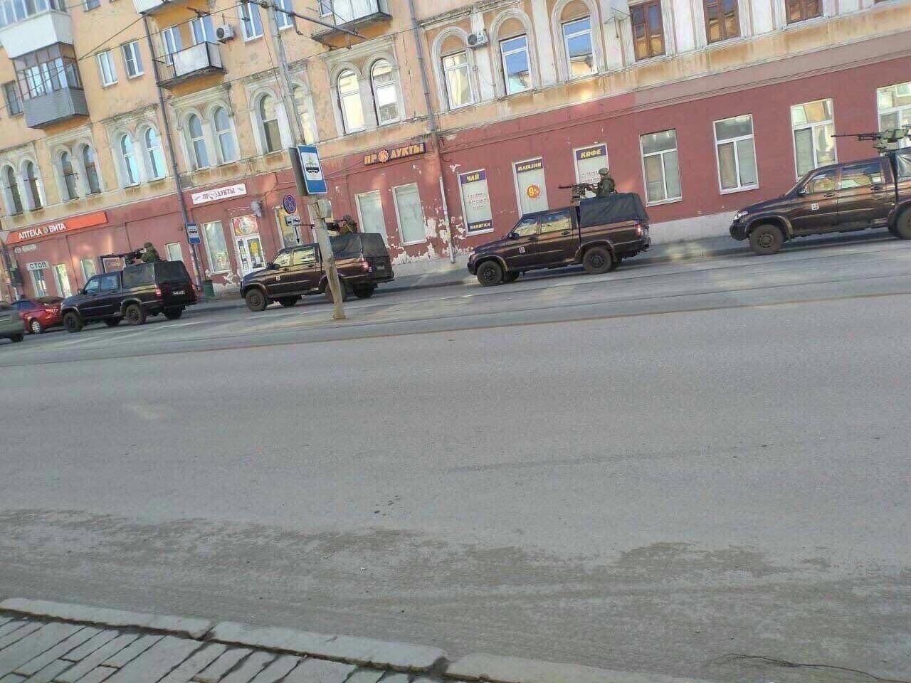 В российской Самаре на улицах появились военные с автоматами - жители РФ подозревают неладное, фото