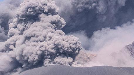 """Нибиру """"взорвала"""" один из самых опасных вулканов: Земля на пределе, конец может наступить в любой момент - ученые"""