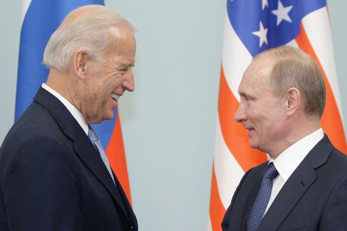 """Байден позвонил Путину и напомнил об Украине и Навальном - Кремль """"забыл"""" это упомянуть"""