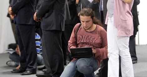 """LifeNews или GаvNews? """"Лающий"""" журналист Саша покорил соцсети и понизил рейтинг россСМИ"""