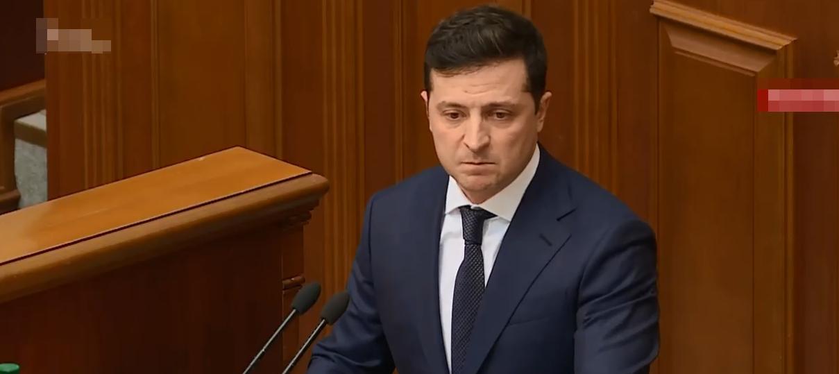 """""""Что вам еще надо"""", - Зеленский в Раде раскритиковал всех силовиков Украины"""