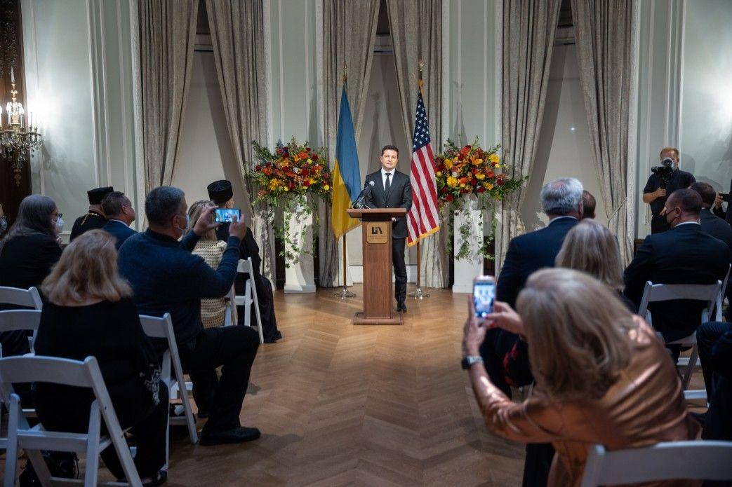 Зеленский в США рассмешил диаспору шуткой про Украину: появилось видео