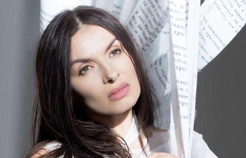 ВИА ГРА, Надежда Мейхер-Грановская, певица, шпагат