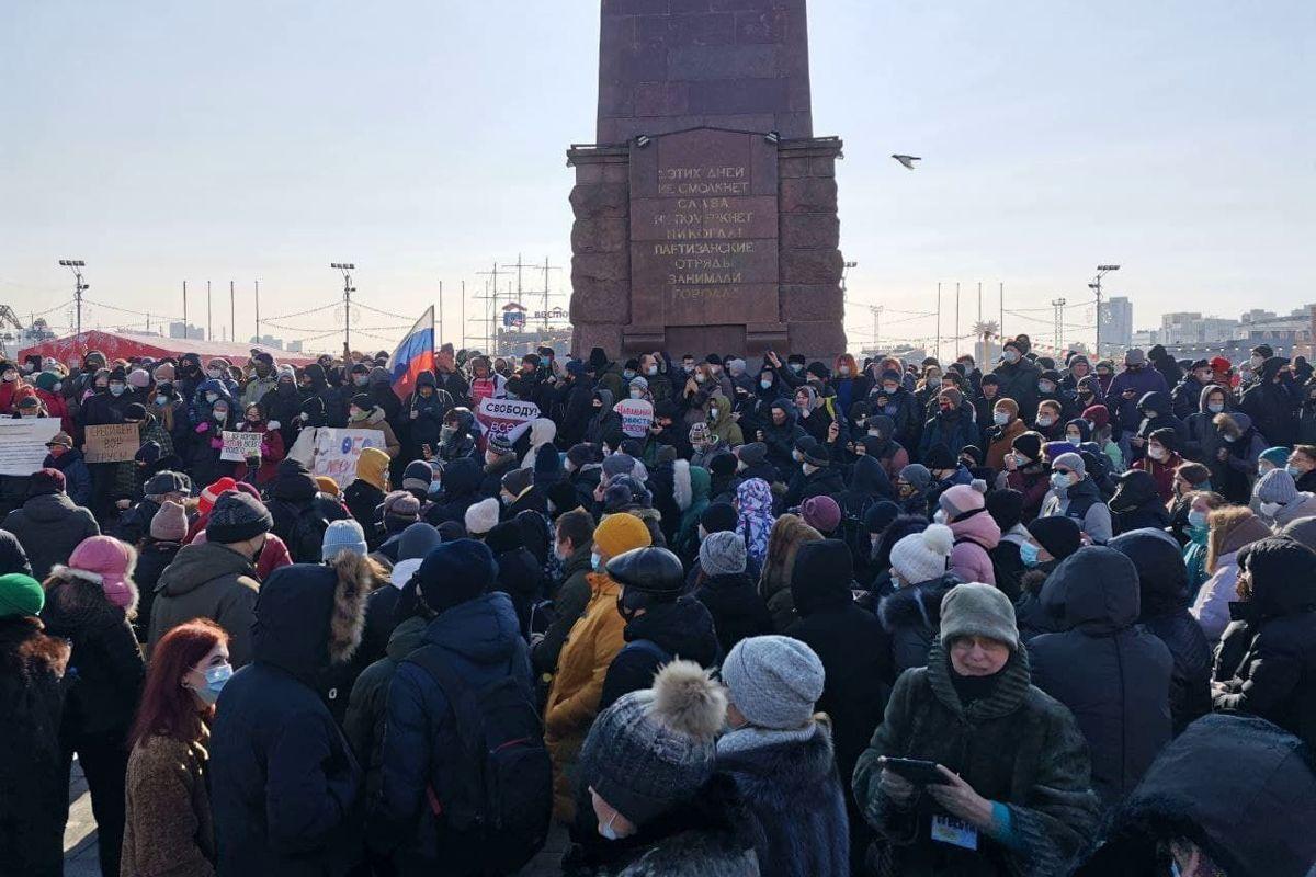 """Юрий Дудь вышел на протест во Владивостоке, люди ответили на """"винтилово"""" и дали отпор ОМОНу - кадры"""