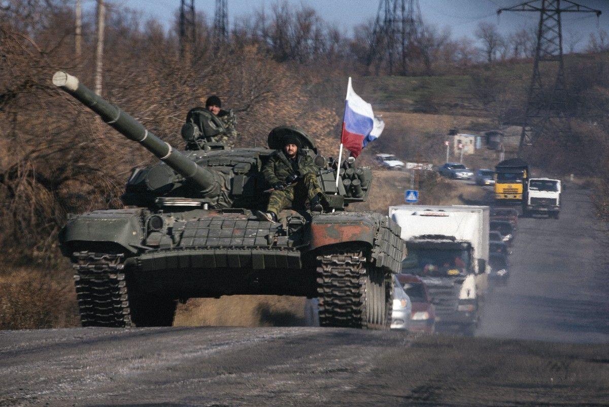Россия привезла в оккупированный Донбасс артиллерию и укрепляет позиции - штаб АТО рассказал подробности
