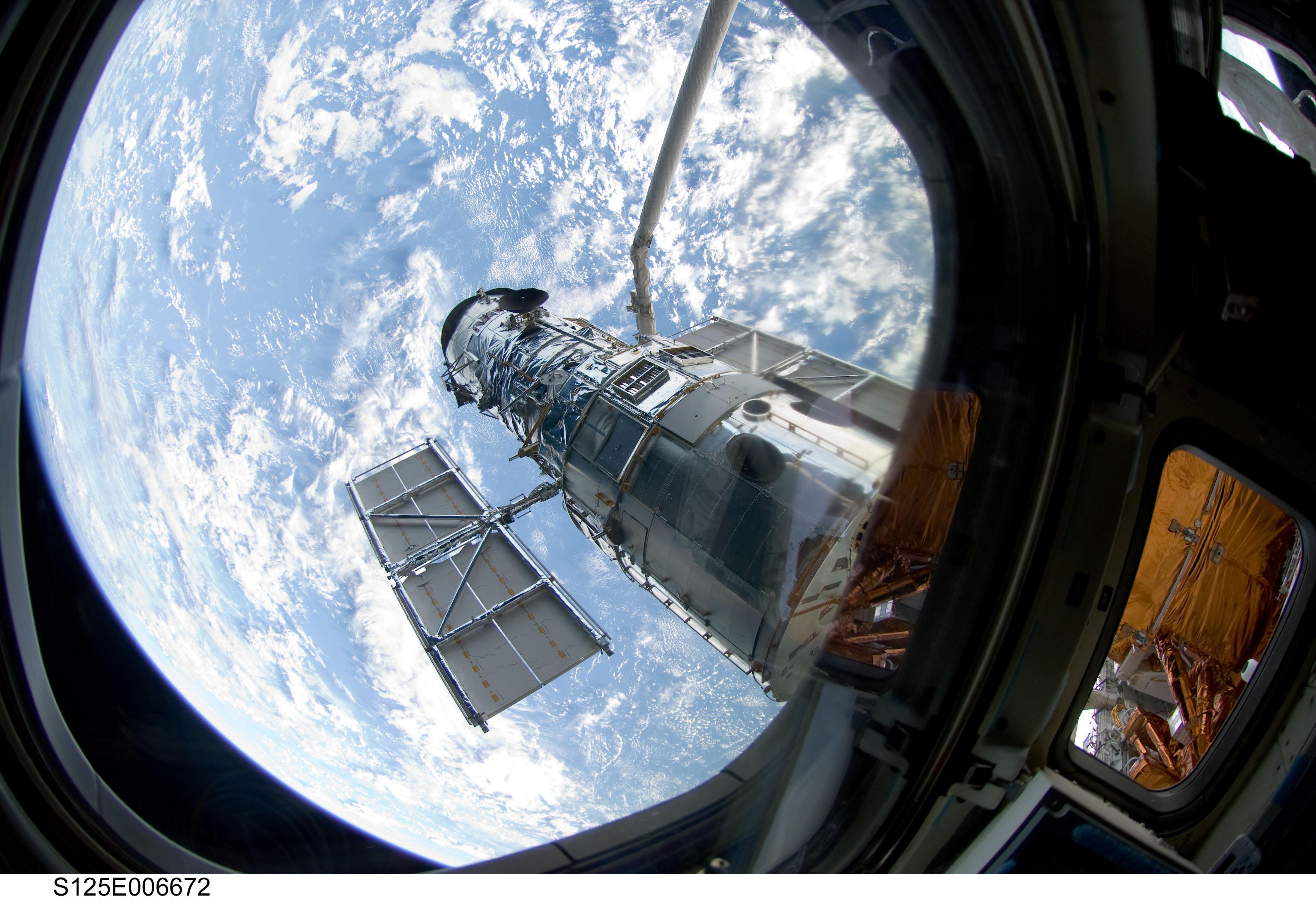 nasa building the hubble space telescope - HD2000×1328