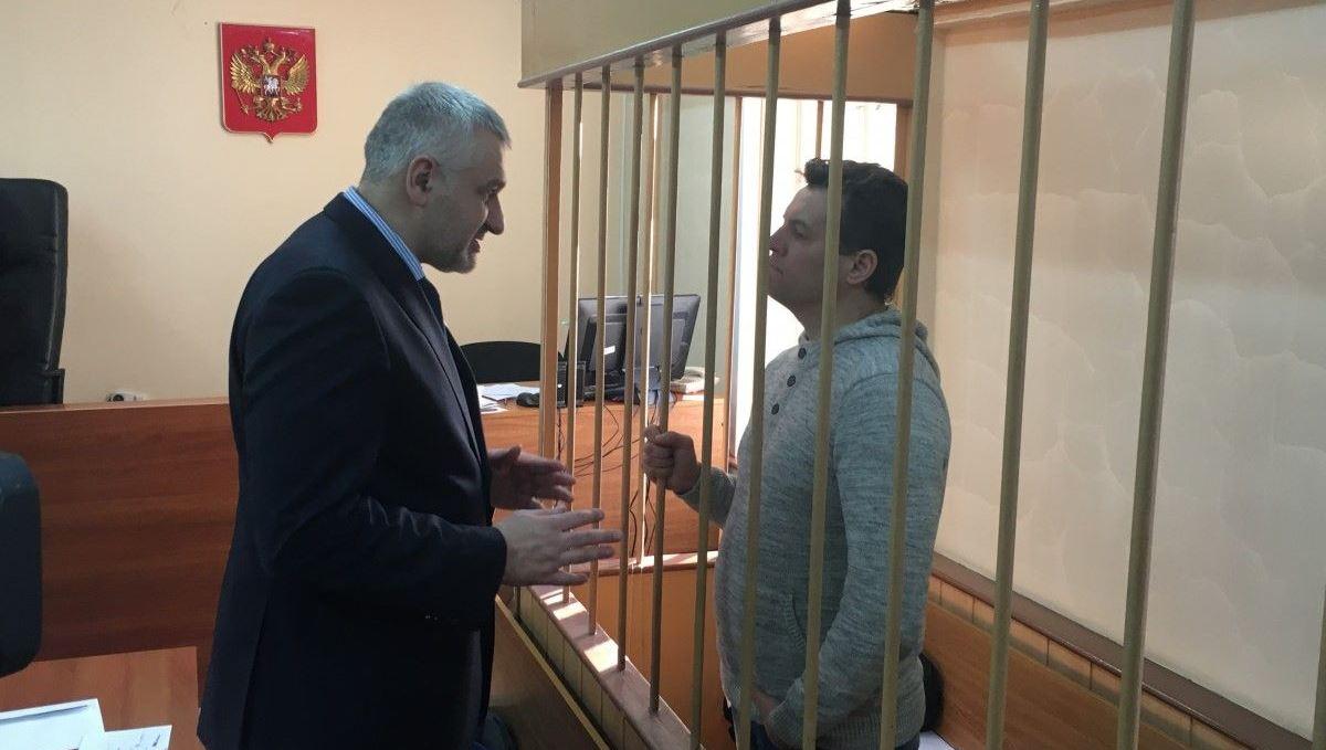"""""""Самый гуманный в мире"""" суд РФ вынес очередной приговор Сущенко: арест украинского журналиста будет продлен до 2018 года"""