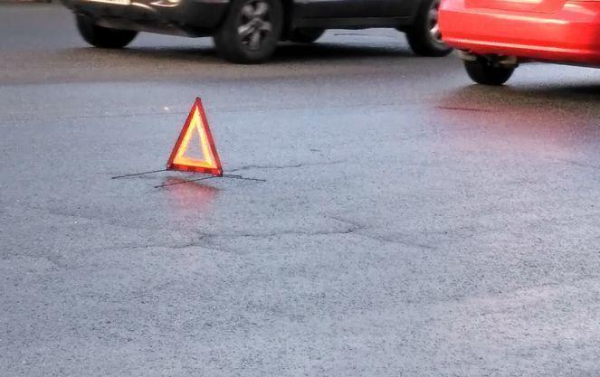 Лобовое ДТП в Киеве: автомобиль превратился в груду металла, сотрудник полиции погиб на месте - кадры