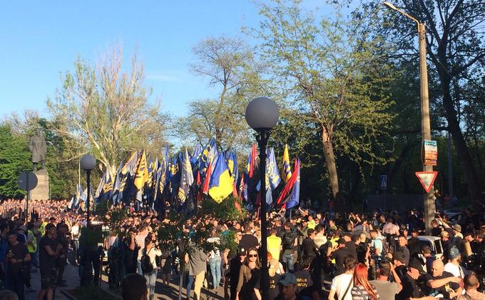 """""""Марш украинского порядка"""": в память о событиях 2 мая в Одессе на улицы вышли тысячи активистов – яркие кадры"""