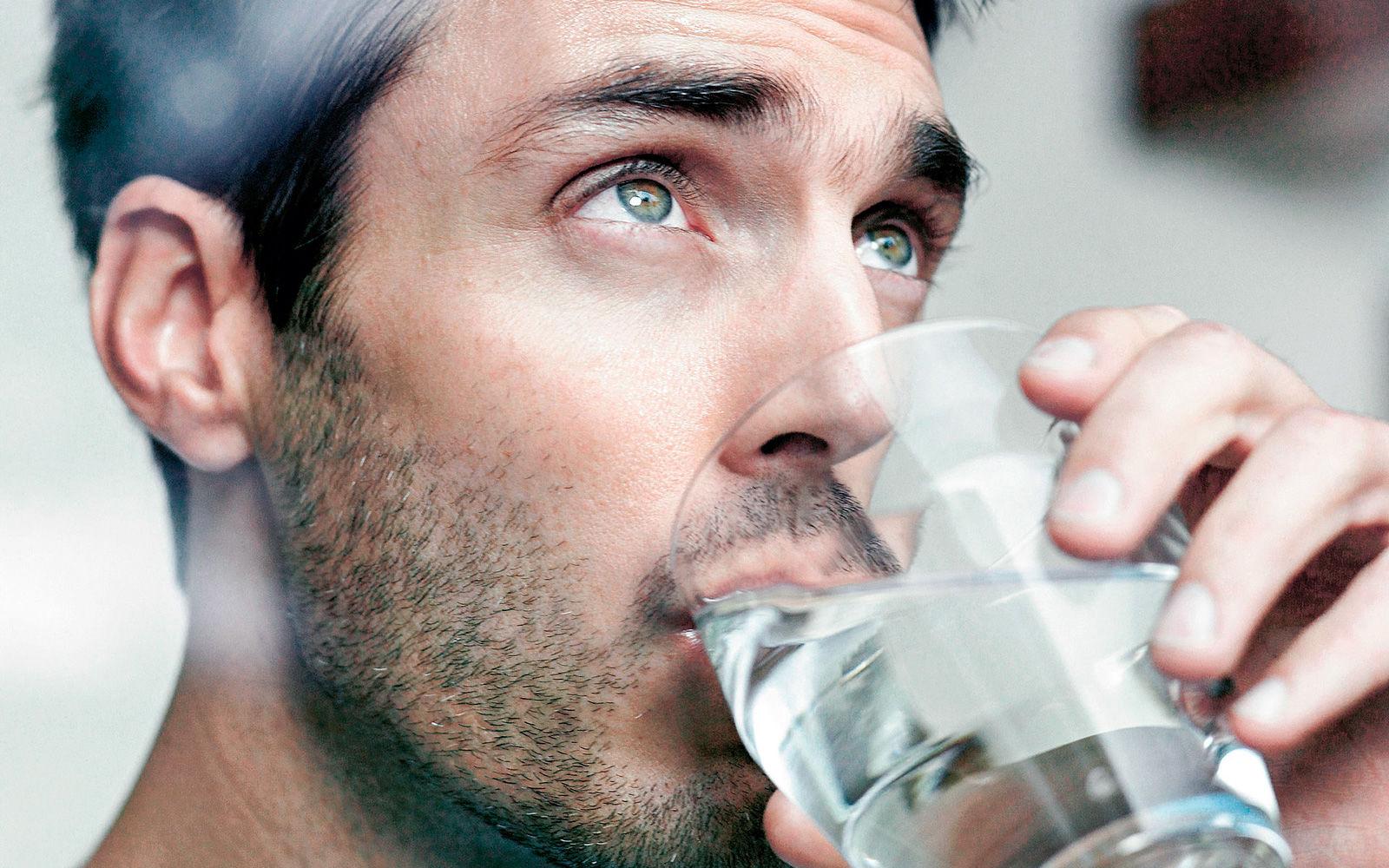 Обезвоживание организма: нефролог рассказала, сколько воды обязательно нужно выпивать в день