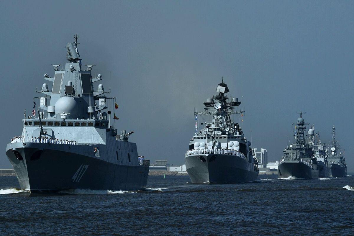 Кремль перебросил в Черное море три флота - более 20 кораблей РФ стоят у побережья Украины