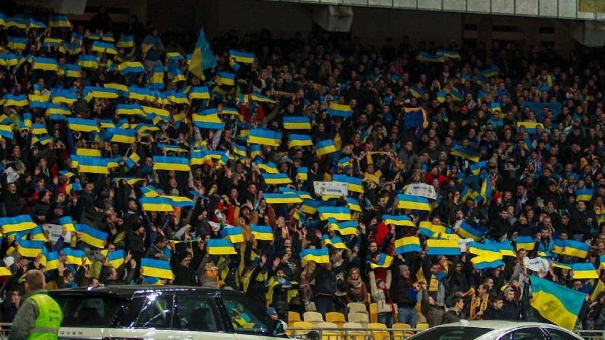 Украинцы в Нидерландах перед матчем сборной Украины спели хит, посвященный Путину