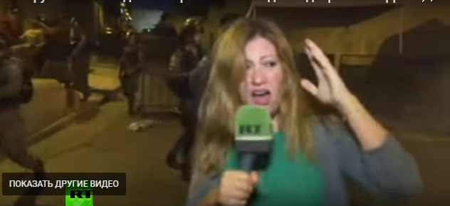 """Российская журналистка-пропагандистка попала под """"освежающую"""" струю водомета израильских полицейских - кадры"""