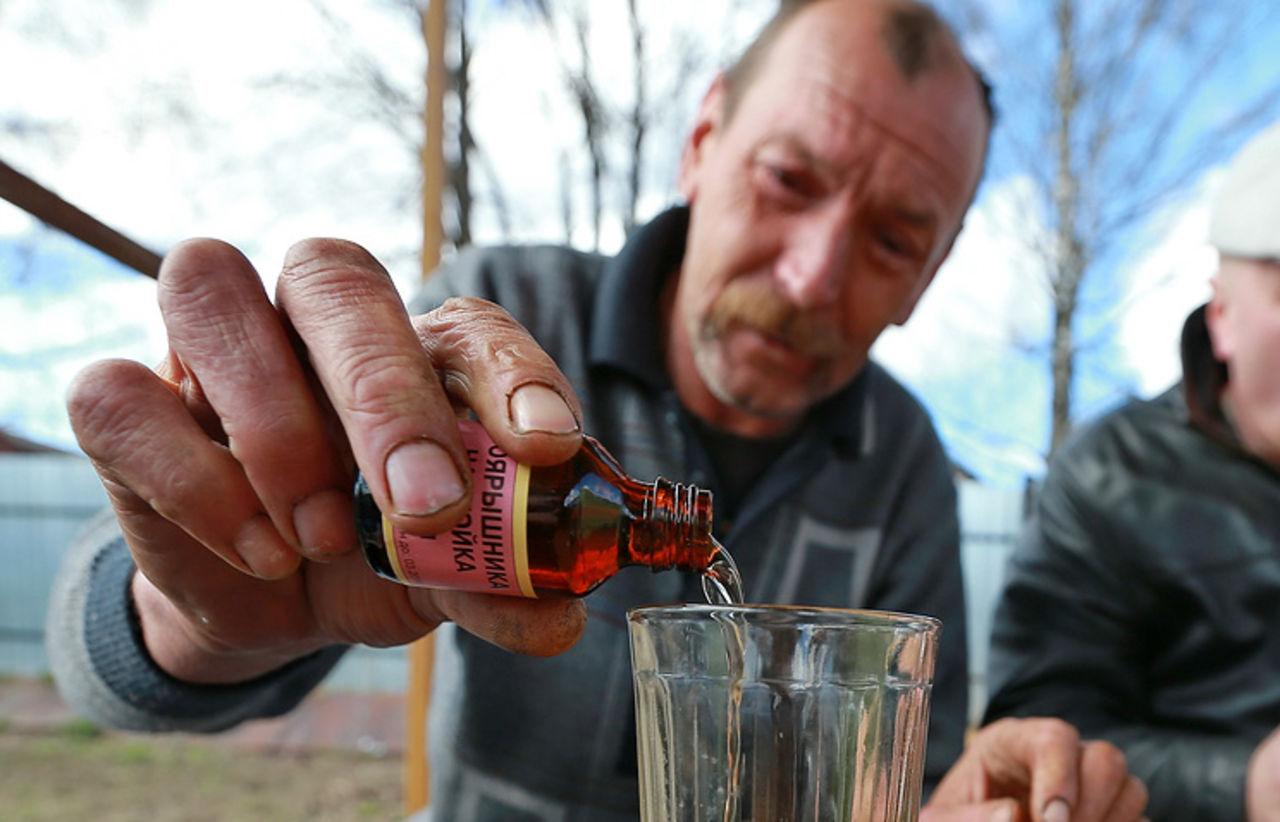 В России снова массовое отравление суррогатным алкоголем: неизвестная жидкость насмерть отравила уже 5 любителей выпить, 4 в больнице
