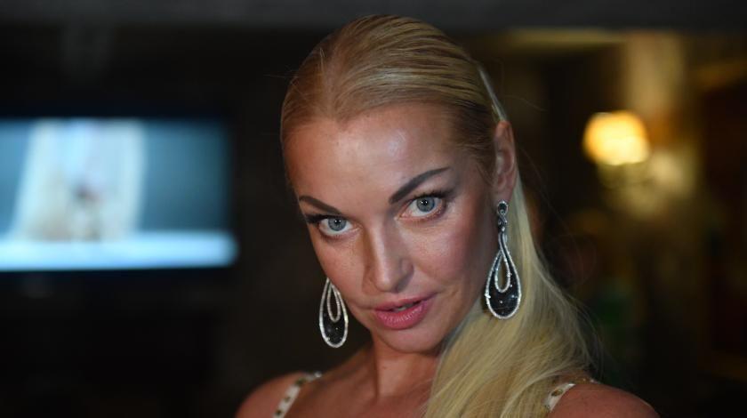 Анастасия Волочкова попала в скандал, раздевшись перед святым
