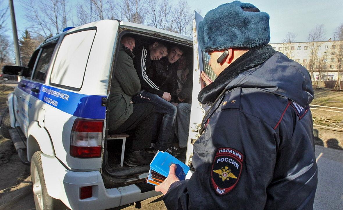 """Россия угрожает депортировать более 150 тыс. граждан Украины, а также """"нелегалов"""" из других стран СНГ"""