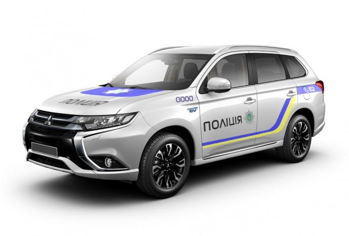 Автопарк Нацполиции меняется: полицейских пересаживают на гибридные кроссоверы Mitsubishi