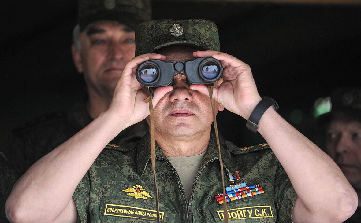 """Шойгу решил """"натаскивать"""" военных РФ статьей Путина об Украине"""