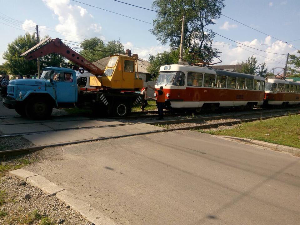 Харьковчанину после наезда трамвая ампутировали обе ноги: в СМИ опубликованы все версии и кадры пьяного ДТП