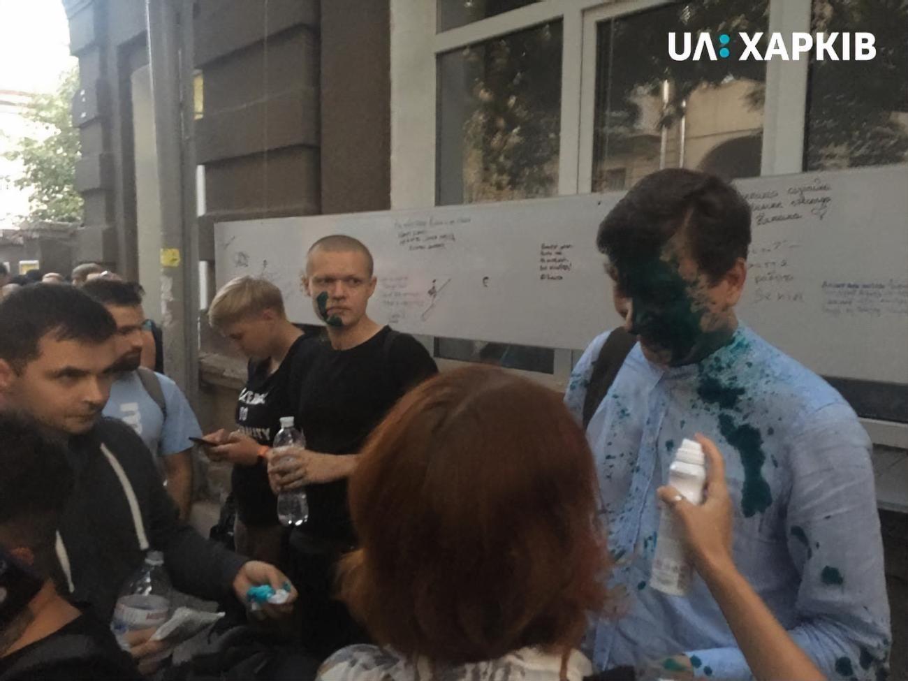"""Радикалы из """"Правого сектора"""" в Харькове облили зеленкой Дония и сделали предупреждение"""