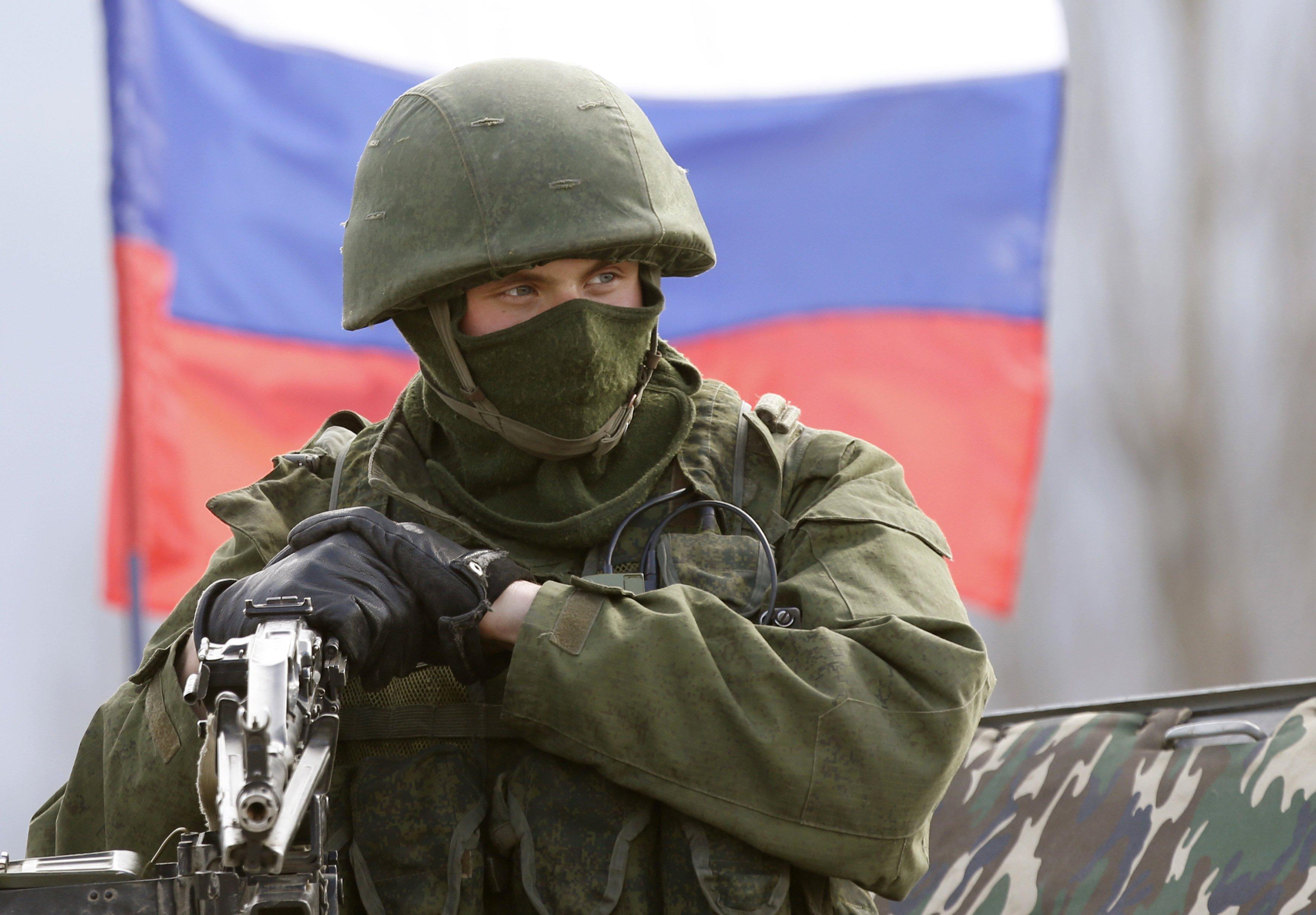 """""""Ру**кий солдат, иди домой, только домой: в Крыму, в Луганске и Донецке тебе уже не рады – цветов не будет"""", - блогер"""