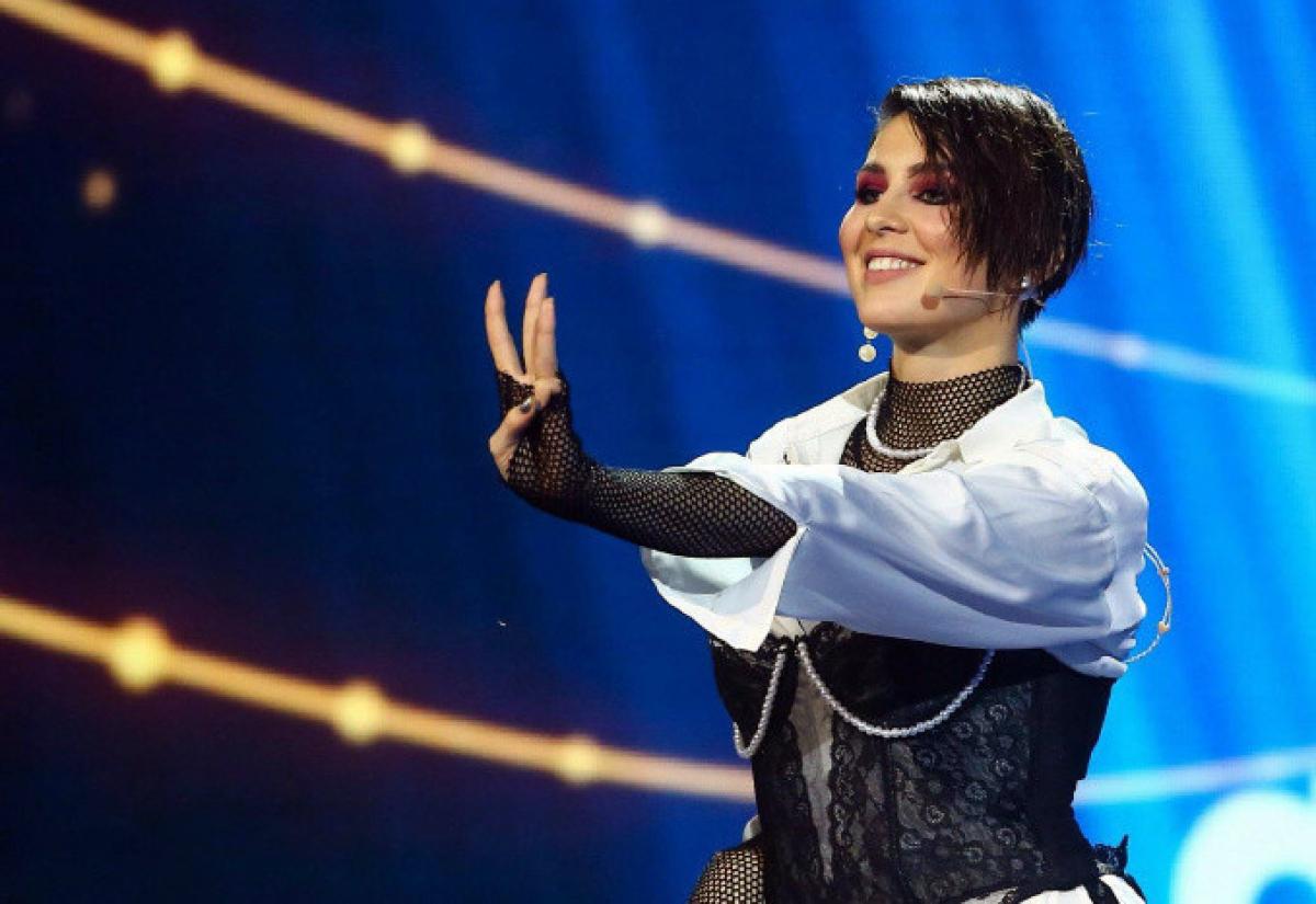 """""""Рачком и боком"""", - певица MARUV поставила Гарика Харламова на колени, кадры"""