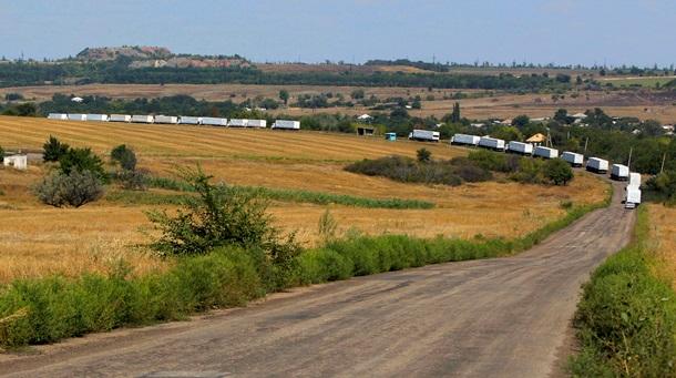 Госпогранслужба: 145 грузовиков гуманитарного конвоя России уже въехали в Украину