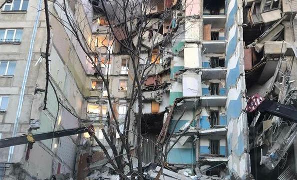 """Напуганные очевидцы рассказали о катастрофическом взрыве в доме Магнитогорска: """"Все ушло вниз"""""""