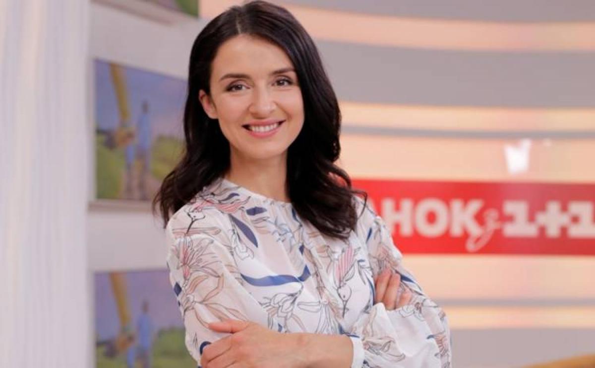 Телеведущая Валентина Хамайко похвасталась стальным прессом после 4 родов