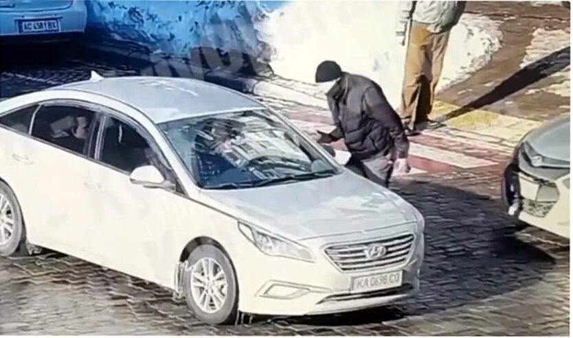 СМИ обнародовали данные о погибшем от ударов таксиста пешеходе в Киеве: им оказался сотрудник таможни