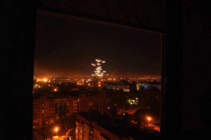 Очевидцы: в Петровском районе Донецка снаряды попали в жилой дом и хлебозавод