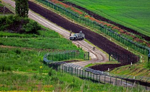 """Украина медленно, но упорно отгораживается от агрессора: уже 14% украино-российской границы оборудованы неприступной """"Стеной"""""""