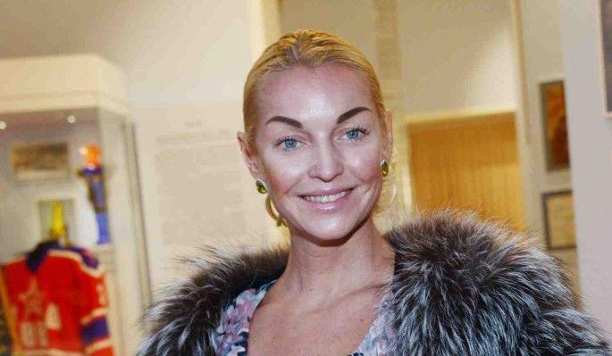 Анастасия Волочкова ради любимого занятия выбежала на улицу совершенно без одежды