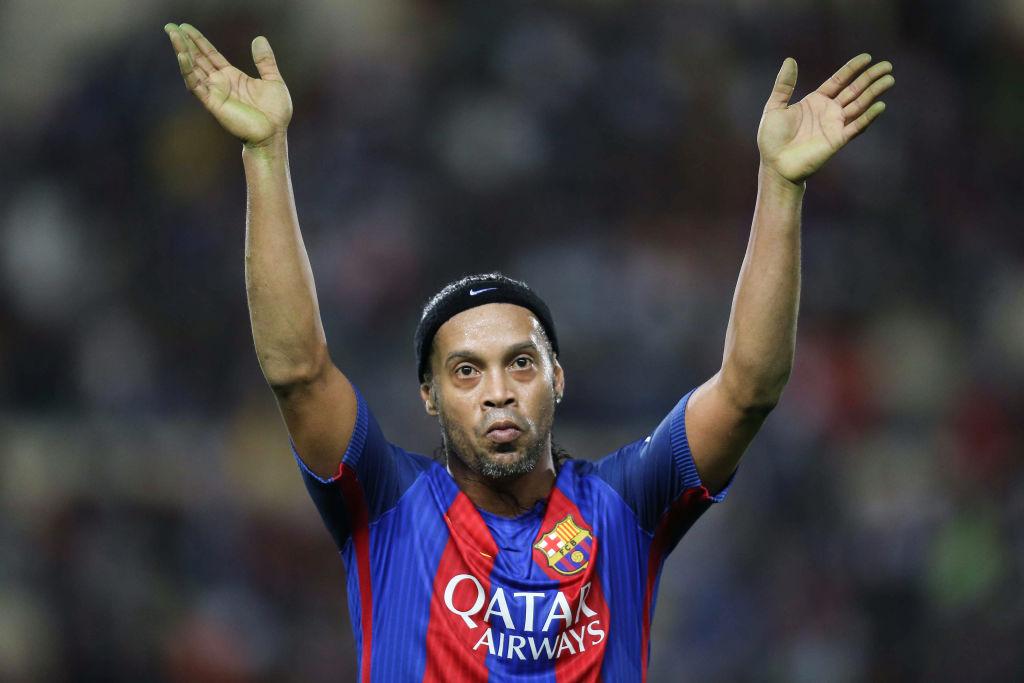 Фанаты футбола не могут поверить: Роналдиньо официально заявил, что уходит из футбола