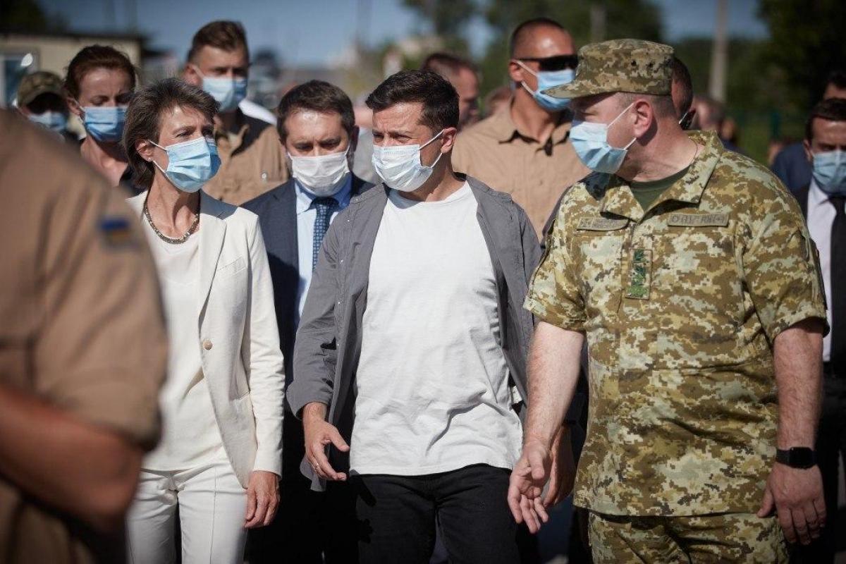 """У Зеленского оценили срыв перемирия на Донбассе: """"Обстрелы не системного характера"""""""