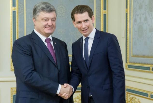 """Победа Курца: Порошенко поздравил главу МИД Австрии, который """"хорошо знает украинскую тему"""", с выигрышем на выборах в парламент"""