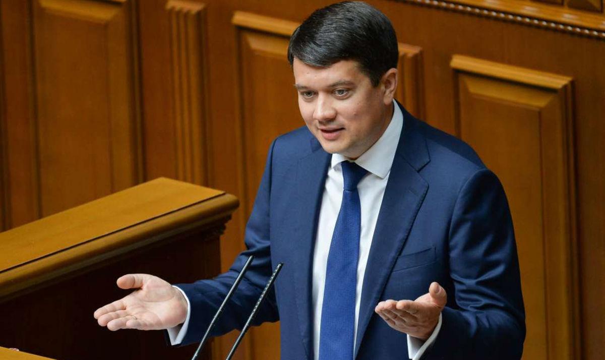 """Поддерживая телеканал """"Наш"""", Разумков указал на серьезное отличие Украины и нынешних Донбасса и Крыма"""