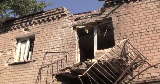 Как выглядит Киевский район Донецка после обстрела: воронки в частном секторе и пробитый газопровод