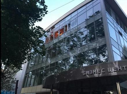 Фото последствий обстрела Донецка боевиками: попадания в торговый центр, больницу, жилые дома. Есть раненые