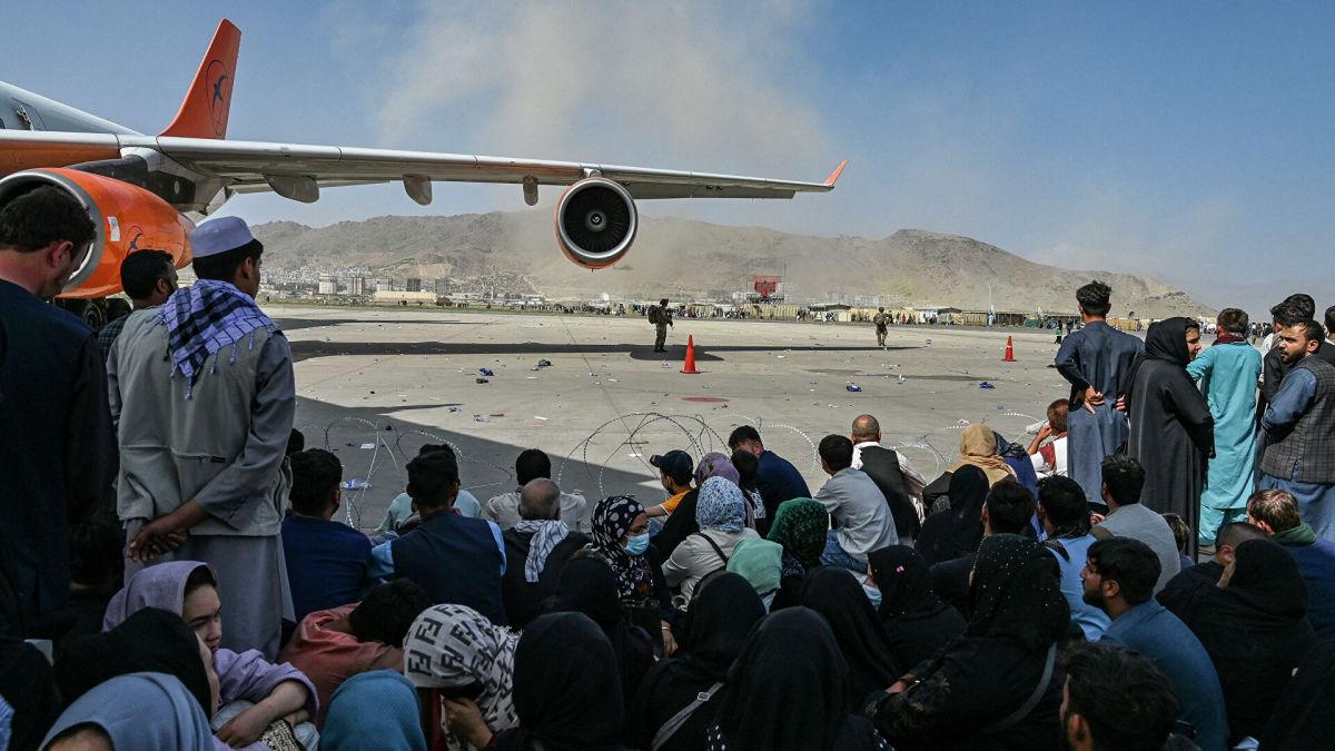 Из Афганистана пытаются улететь более сотни украинцев: Украина отправит второй самолет для эвакуации