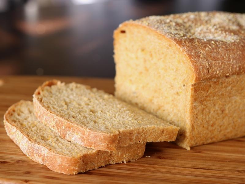 В Луганске выстроились очереди за хлебом
