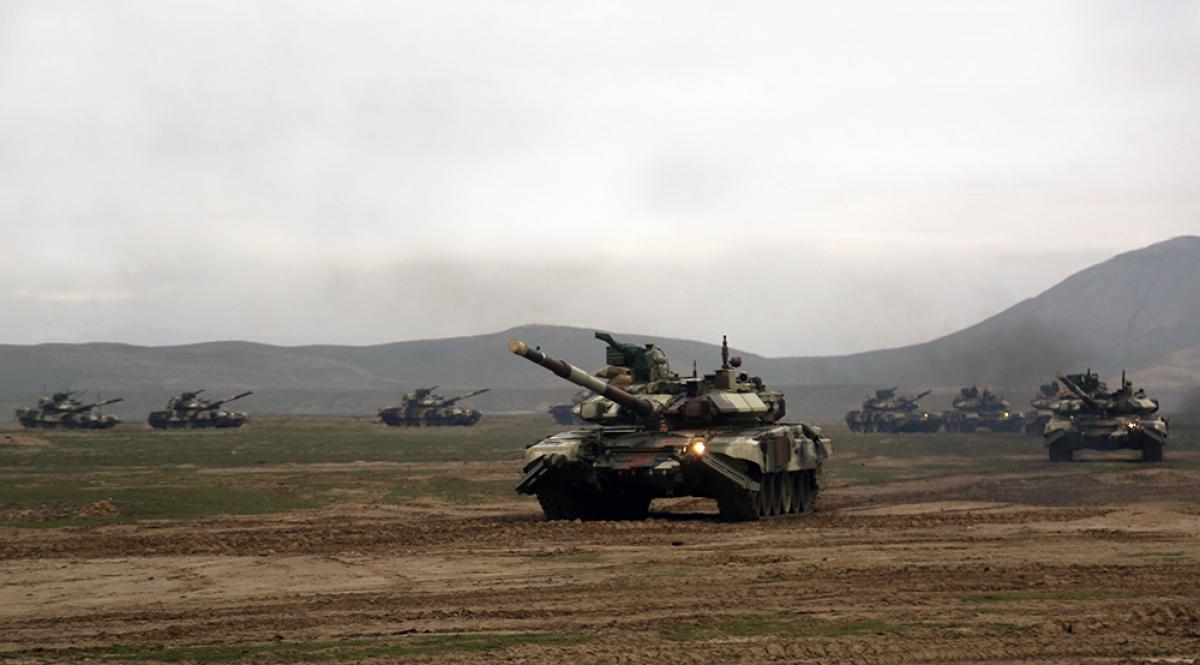 Азербайджан взял под контроль несколько сел и высот в Нагорном Карабахе: армия движется на запад