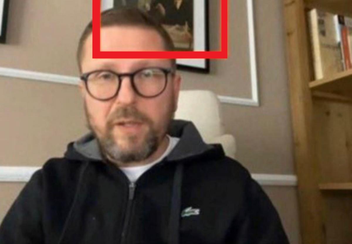 """Шарий """"засветил"""" портрет врага Украины в своей квартире: СМИ опознали его по фото"""