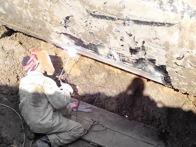 Авто ремонтников коммунального предприятия налетело на мину в прифронтовой зоне на Донетчине