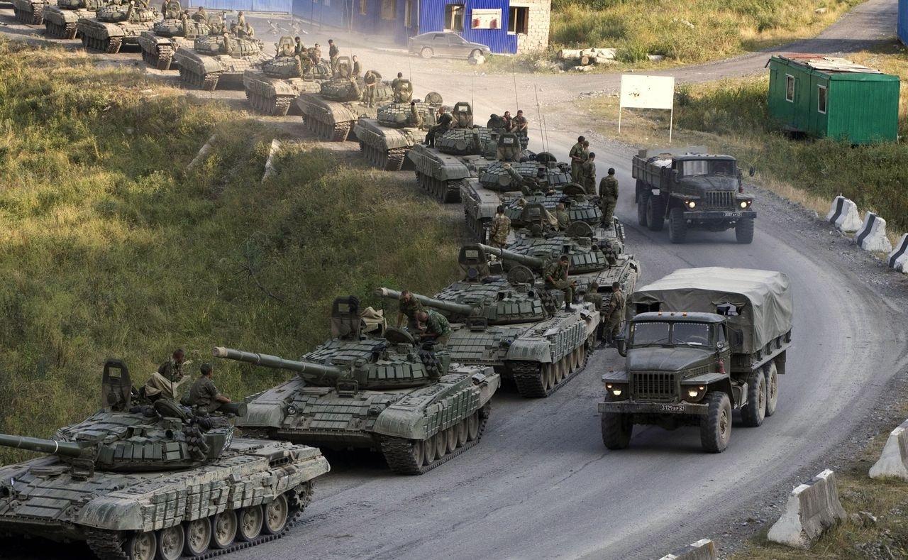 Россия перебросила на Донбасс крупную колонну военной техники: Мысягин подтвердил тревожные данные